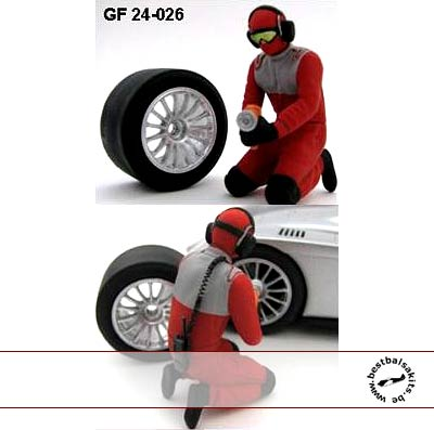 GF MODELS 1/24 1/24 PIT CREW CHANGING FRONT TIRE AUDI R10 REVELL