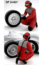 GF MODELS 1/24 1/24 PIT CREW CHANGING REAR TIRE AUDI R10 REVELL
