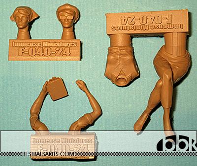 IMMENSE 1/24 FEMALE TIMEKEEPER FIGURINI w 2 HEADS